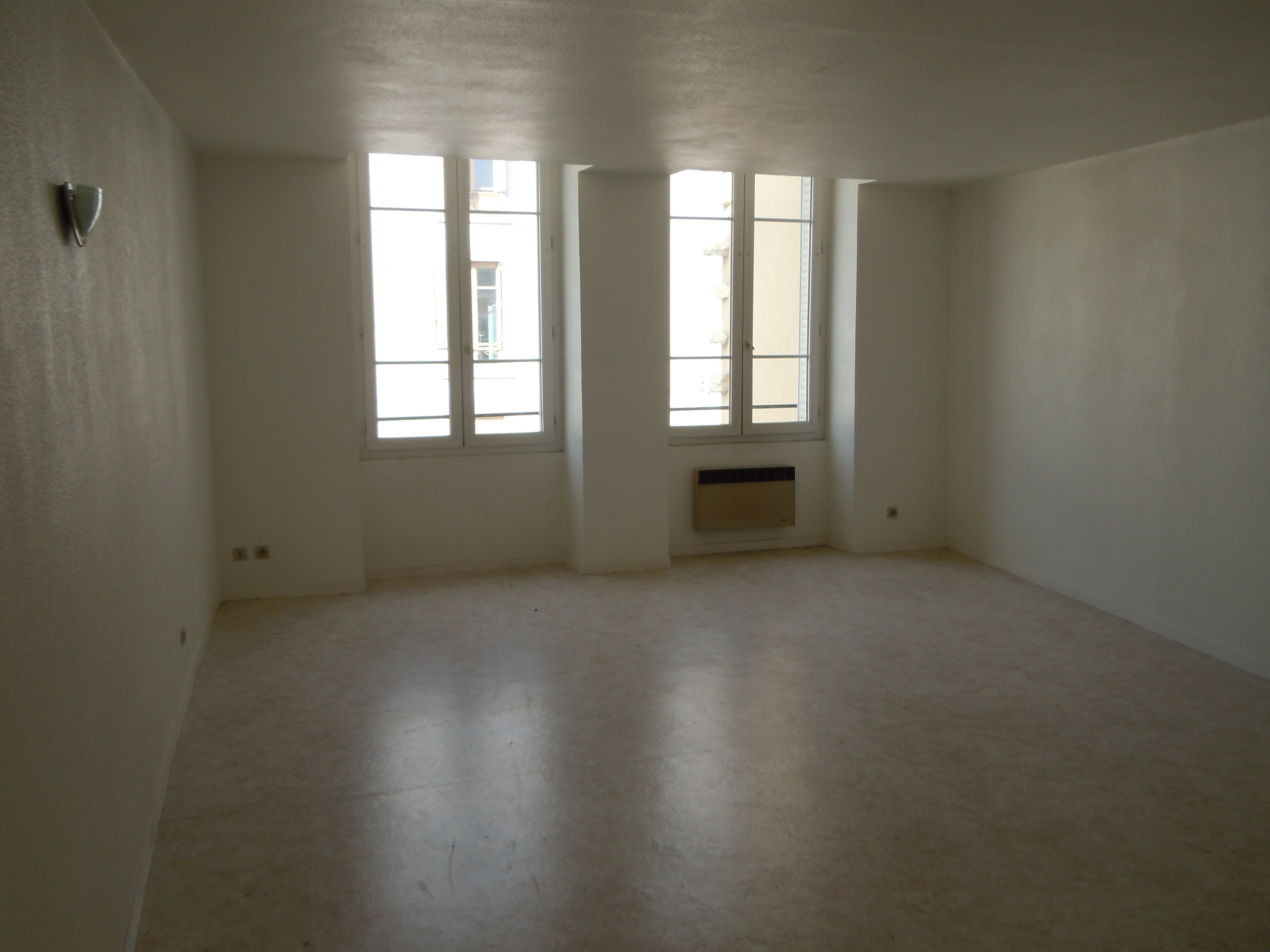 Annonce location appartement m con 71000 48 m 280 for Annonce location appartement